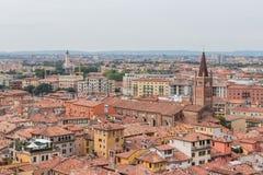 Vista da torre de sino Torre Dei Lamberti em Verona Imagem de Stock