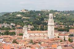 Vista da torre de sino Torre Dei Lamberti em Verona Imagem de Stock Royalty Free