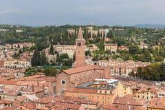 Vista da torre de sino Torre Dei Lamberti em Verona Fotos de Stock