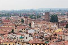 Vista da torre de sino Torre Dei Lamberti em Verona Foto de Stock Royalty Free