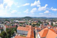 Vista da torre preta, Klatovy, República Checa fotografia de stock
