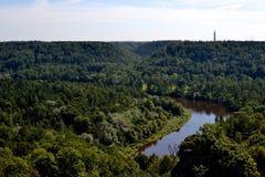 Vista da torre velha do castelo em Turaida fotos de stock royalty free