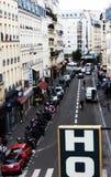 Vista da un hotel di Parigi sulla via Fotografia Stock Libera da Diritti