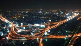 Vista da via expressa e da cidade de Banguecoque na noite foto de stock