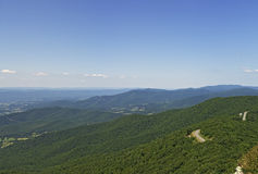 Vista da vigia rochoso pequena do homem, parque nacional de Shenandoah Foto de Stock Royalty Free