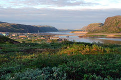 Vista da vila da região de Teriberka Murmansk Fotografia de Stock