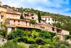 Vista da vila de Eus em Pyrenees-Orientales, Languedoc Roussillon Eus é alistado como uma das 100 vilas as mais bonitas mim Fotos de Stock