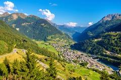 Vista da vila de Gotthard Pass, Suíça de Airolo Imagens de Stock