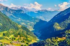 Vista da vila de Gotthard Pass, Suíça de Airolo Foto de Stock Royalty Free
