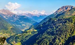 Vista da vila de Gotthard Pass, Suíça de Airolo Fotos de Stock Royalty Free