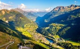 Vista da vila de Gotthard Pass, Suíça de Airolo Fotografia de Stock