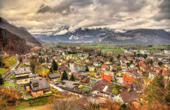 Vista da vila de Sargans nos cumes Imagens de Stock
