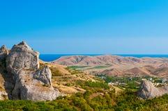 Vista da vila de Semirechie e do Mar Negro imagem de stock royalty free