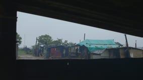 Vista da vila de uma janela video estoque