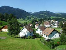 Vista da vila Nesslau fotos de stock royalty free