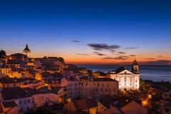 A vista da vizinhança de Alfama do Portas faz o ponto de vista do solenoide no nascer do sol em Lisboa Imagens de Stock Royalty Free