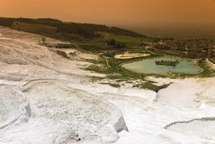 Vista dai terrazzi del travertino in vista di Pamukkale Immagini Stock