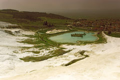 Vista dai terrazzi del travertino in vista di Pamukkale Fotografia Stock