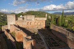 Vista dal Alcazaba di Alhambra alla sierra Nevadaicin a Granada, Andalusia immagine stock libera da diritti