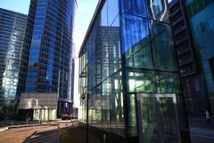 Vista dal basso dei grattacieli moderni Immagine Stock