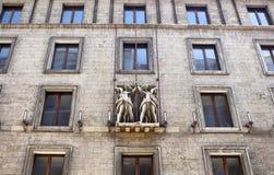 Vista dal basso di vecchia, costruzione storica a Berlino Fotografia Stock