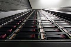 Vista dal basso sul grande scaffale Fotografia Stock
