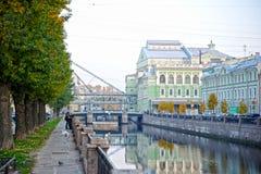 Vista dal canale di Kryukov al teatro di Mariinsky in st Pete fotografie stock