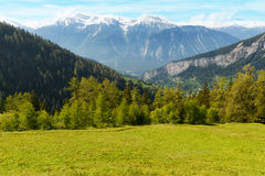 Vista dal comune Flaschen alla montagna Schwarzhorn sulle alpi di Bernese Immagine Stock Libera da Diritti
