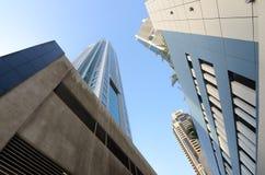 Vista dal fondo fino agli scyscrapers del Dubai Immagini Stock Libere da Diritti