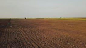 Vista dal fuco al campo dell'azienda agricola stock footage