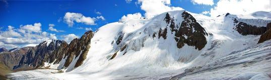 Vista dal ghiacciaio di Aktru immagini stock