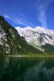 Vista dal Koenigssee verso le alpi Fotografie Stock