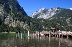 Vista dal Koenigssee verso le alpi Immagine Stock Libera da Diritti