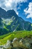 Vista dal lago nero nell'ambito del picco di Rysy, montagne di Tatra immagini stock