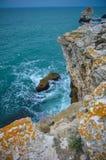 Vista dal mare della Bulgaria della spiaggia delle scogliere di Tyulenovo Fotografie Stock