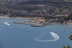 Vista dal mare sulla costa Fotografia Stock Libera da Diritti