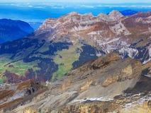 Vista dal Mt Titlis nelle alpi svizzere in autunno Fotografie Stock