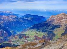 Vista dal Mt Titlis nelle alpi svizzere in autunno Fotografia Stock