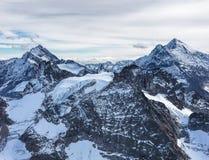 Vista dal Mt Titlis un giorno nuvoloso nell'inverno Fotografia Stock Libera da Diritti