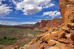 Vista dal parco nazionale della scogliera del Campidoglio della traccia del canyon di Cohab Fotografie Stock Libere da Diritti