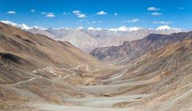 Vista dal passaggio della La di Khardung alla gamma di Karakoram Fotografia Stock