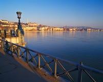 Vista dal ponte a catena di Széchenyi durante l'alba Fotografie Stock