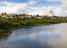 Vista dal ponte della città Elec e del fiume Bystraya S Immagine Stock