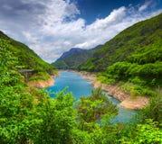 Vista dal ponte sopra il lago Valvestino Fotografia Stock