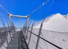 Vista dal ponte sospeso sul Mt Titlis in Svizzera Immagine Stock Libera da Diritti
