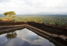 Vista dal raggruppamento alla roccia di Sigiriya, Sri Lanka Immagini Stock Libere da Diritti