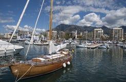 Vista dal suo porticciolo, laga di Marbella del ¡ di MÃ Immagini Stock Libere da Diritti