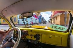 Vista dal taxi in Trinidad immagine stock