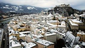 Vista dal terrazzo del museo di arte contemporanea, periodo di inverno, Salisburgo, Austria della città stock footage