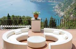 Vista dal terrazzo della villa di lusso Fotografie Stock Libere da Diritti